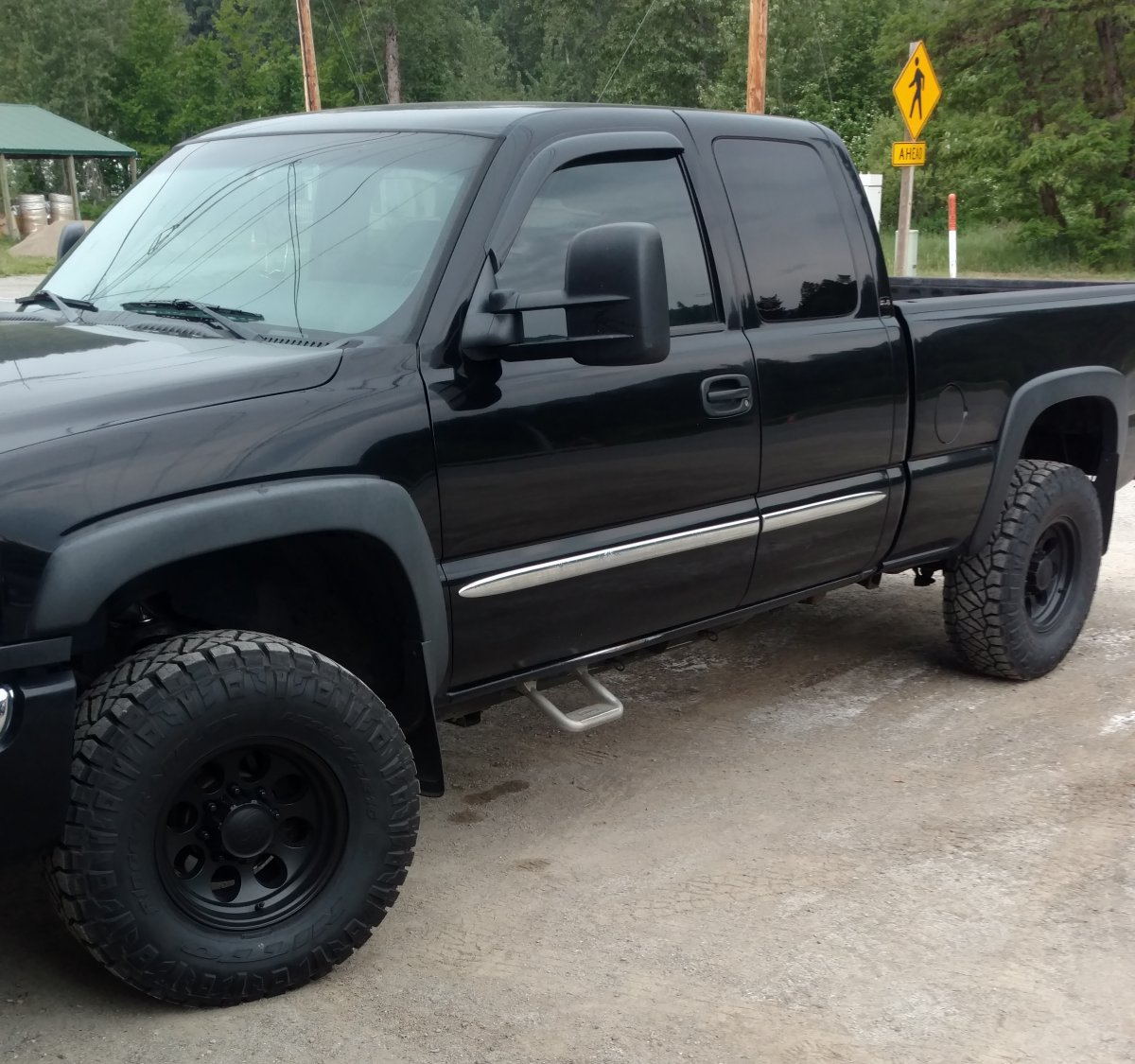 2006 Sierra 2500 with Black 171 Wheels