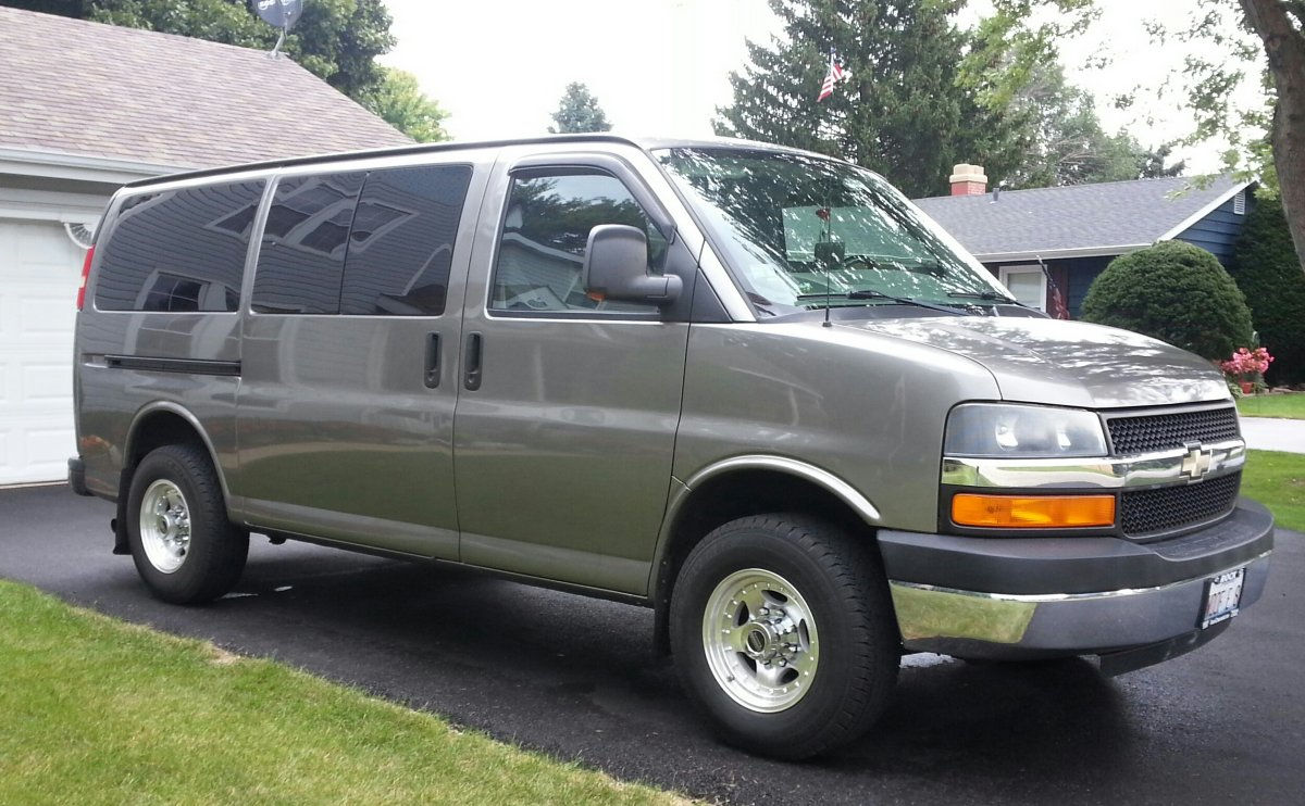 2008 Chevy Express 2500 With Ar23 Wheels